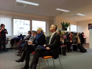 Dr. Szentes Tamás főpolgármester helyettes és Földesi Erzsébet az etikkben prezentációt néznek