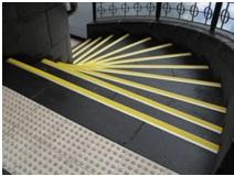 lépcső élei kontrasztos jelöléssel