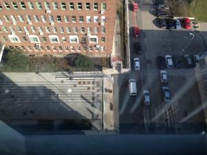 E épület felülről lefelé nézve