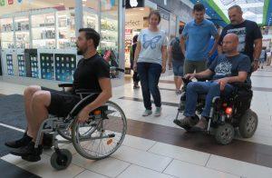 lurdy házban próbálják az elektromos és mechanikus székeket használni